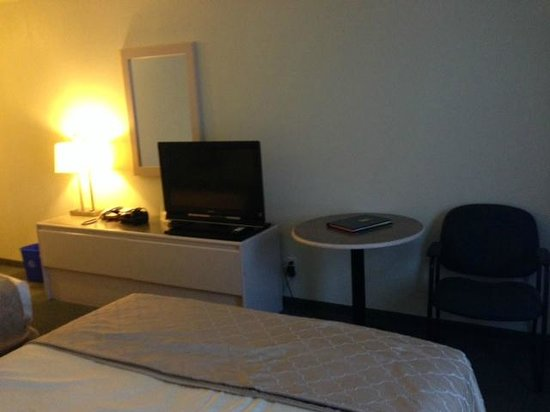 Room interior, Super 8 Dauphin  |  1457 Main St S, Dauphin, Manitoba R7N3B3, Canada