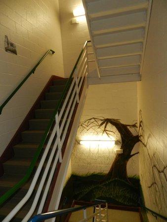 Hostel Buffalo-Niagara: staircase
