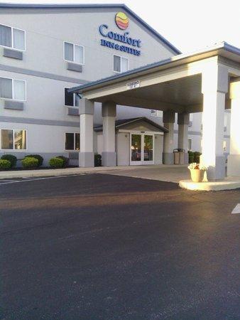 Comfort Inn & Suites: Pulling in