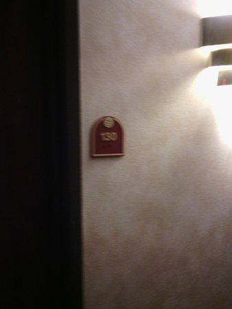 Comfort Inn & Suites: Our room 130