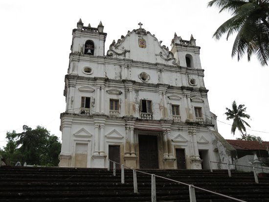 Church of Reis Magos: Steps leading up to church