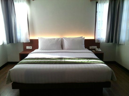 Grand Whiz Hotel Nusa Dua : Simple and modern bed room
