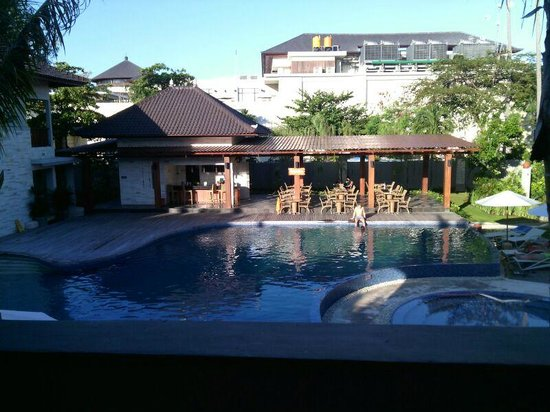 Grand Whiz Hotel Nusa Dua : Swimming Pool