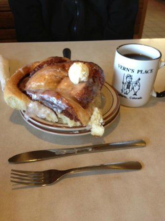 Vern's Place : Cinnamon Roll to share
