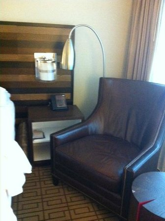 Renaissance Austin Hotel: Chair doesn't fit well and is not comfy.