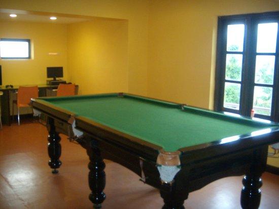 Club Mahindra Derby Green : pool table
