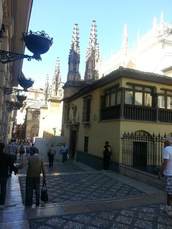 Fonda Sanchez: Capilla de Granada, Tombs of the Cathol;ic Monarchs at walking distance.
