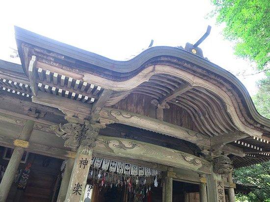 Amano Iwato Shrine : Пагода с красивой резьбой