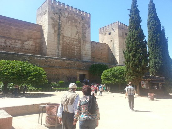 Fonda Sanchez: Set apart a full day to visit La Alhambra, it so worth it! 5 Euros taxi from hostal.