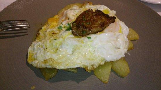 Sao: Patatas con huevos y foie. Excelente