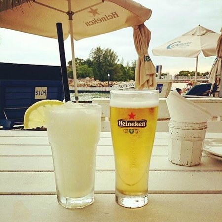 Coastes: Drinks in the sand