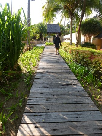 Four Seasons Resort Langkawi, Malaysia : The pathways that leads from one villa to another...