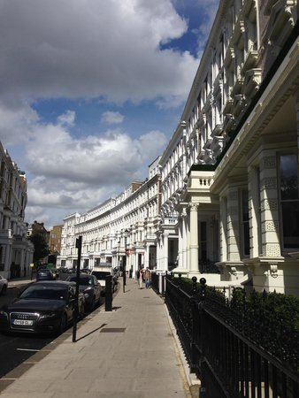 easyHotel London South Kensington: The street