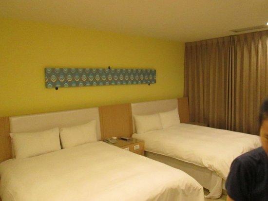 i-Deal Hotel: 平價四人房