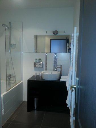 Hostellerie Chateau de la Barbiniere : salle de bain