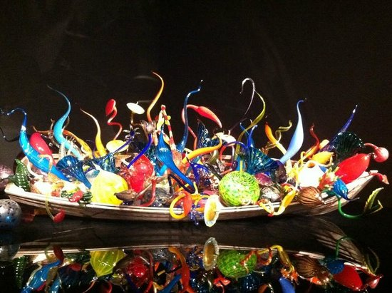 Chihuly Garden and Glass : Skiff of beautiful sculpted art