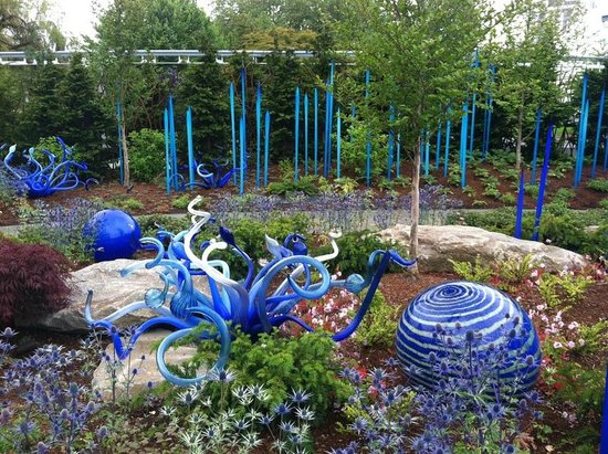Chihuly Garden and Glass : Outside garden beauty