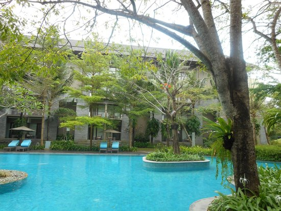 Courtyard by Marriott Bali Nusa Dua Resort: Great forest setting of the pool area