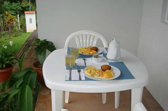 Coffee Mountain Inn : desayuno