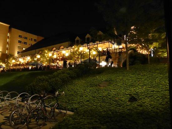 Hofbrauhaus Pittsburgh: Hofbräuhaus bei Nacht