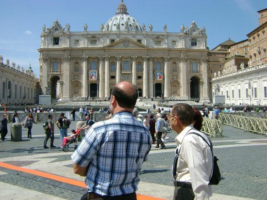 Petersplatz (Piazza San Pietro): The Papal Balcony with the pictures of the Popes to be canonized that weekend.