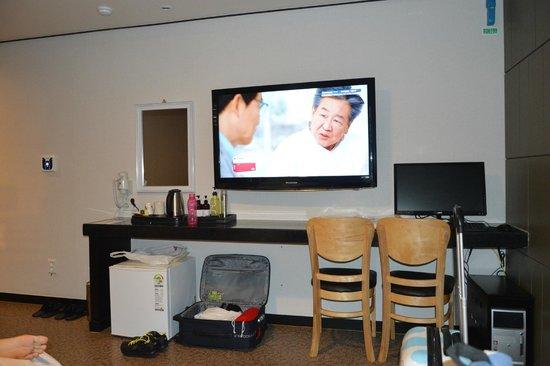 Elysee Hotel: large LED 3D TV