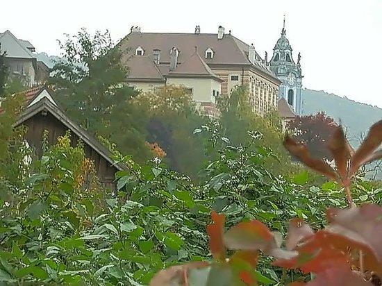 Wachau Valley : Здание гостиницы и верхушка церковной колокольни