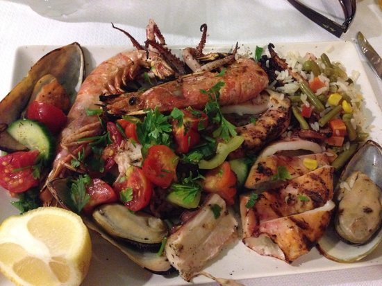 Salt & Pepper : Mouth watering PERFECTLY cooked mixed seafood grill