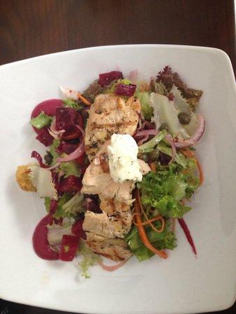 the Moose & Roo Pub & Grill : Beet salad