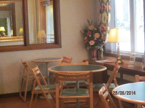 The Kingston Hotel Bed & Breakfast: breakfast area