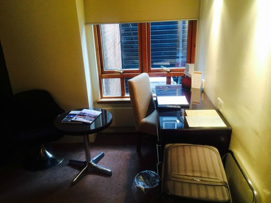 The Glynhill Hotel & Leisure Club: Room suite