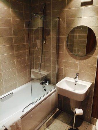 The Glynhill Hotel & Leisure Club: Bathroom