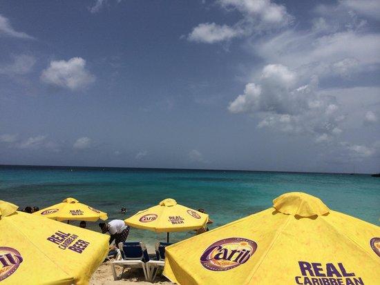 Playa Maho: Beautiful, but crowded beach.