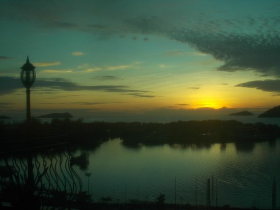 Promenade Hotel : view of sunset from 11 floor club lounge