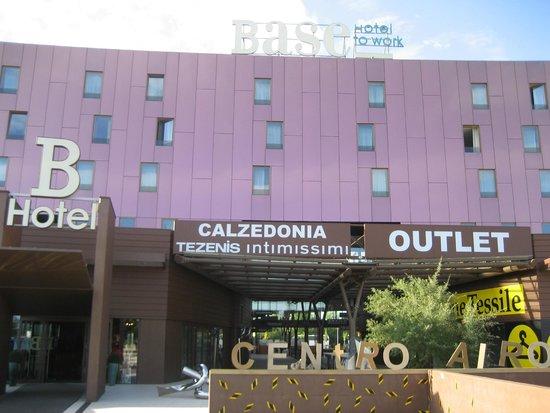 Base Hotel To Work: Вид отеля