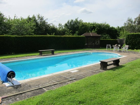 Cloth Hall Oast B&B: Pool!