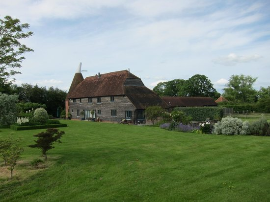 Cloth Hall Oast B&B: English summer