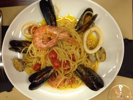 PerBacco!: Lovely pasta with seafood,but a lot of oil