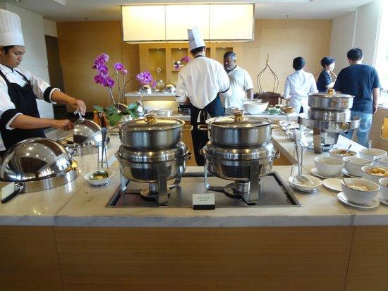 Hotel Aryaduta Bandung: Breakfast Buffet