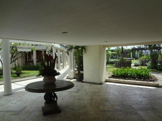 Hotel Aryaduta Bandung: Grounds