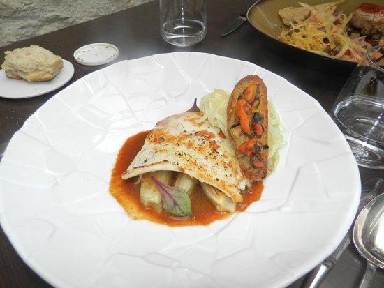 Maison Drouot : Turbot, fenouil rôti, jus de bouillabaisse, tartine de rouille et moules.