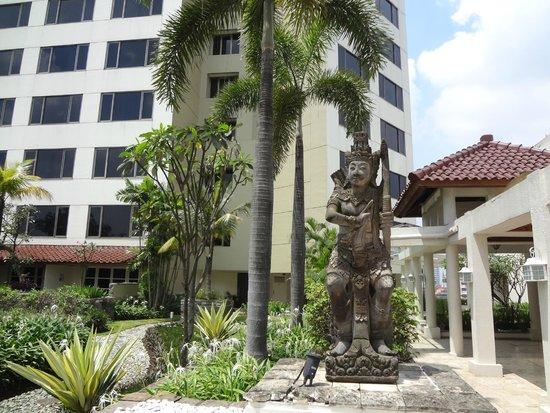 Hotel Aryaduta Bandung: Nice Grounds