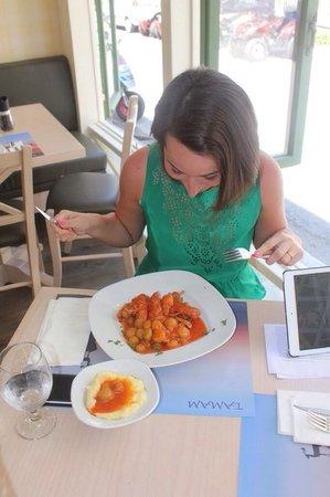 Tamam: Кролик в томатном соусе с луком) оригинальное и вкусное блюдо,благодаря соусу.