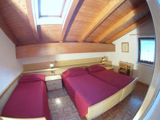 Apartments Cesa Crepa Neigra - Fam.Planchensteiner: camera tre letti
