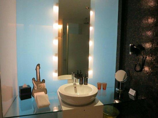 Resorts World Sentosa - Hard Rock Hotel Singapore: Bathroom