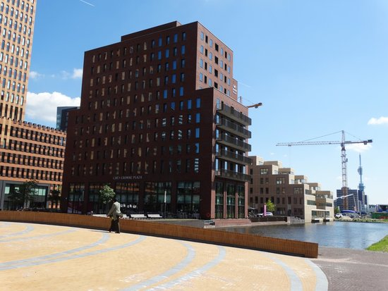 Crowne Plaza Amsterdam South: View from canal side