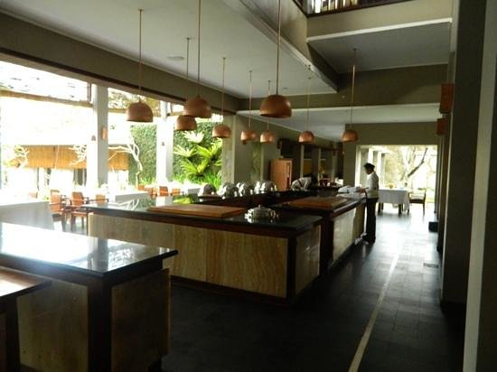Maya Ubud Resort & Spa: a quite afternoon in the restuarant