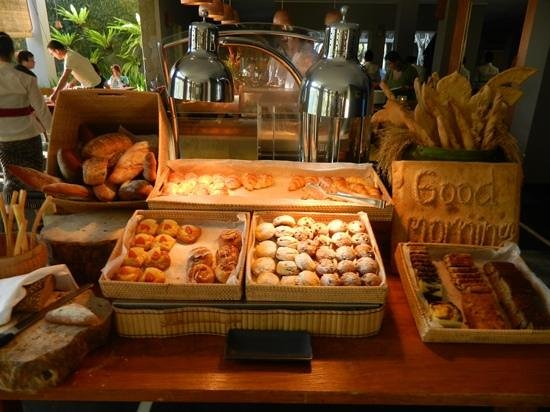 Maya Ubud Resort & Spa: yummy breakfast selection
