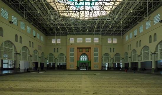 Kota Kinabalu City Mosque: Beim vorderen Gebetsraum scheint den Architekten die Lust an der Planung etwas abhanden gekommen