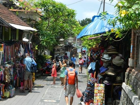 Maya Ubud Resort & Spa: short stroll to ubud markets!